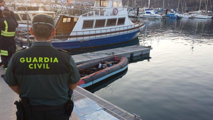 Salvamento Marítimo interceptó la embarcación con los inmigrantes a bordo