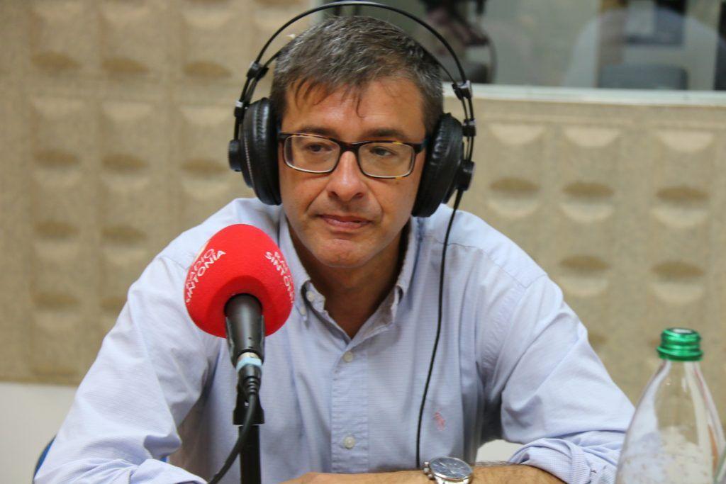 El abogado y Doctor en Derecho Político, Juan Manuel Verdugo en los estudios de Radio Sintonía