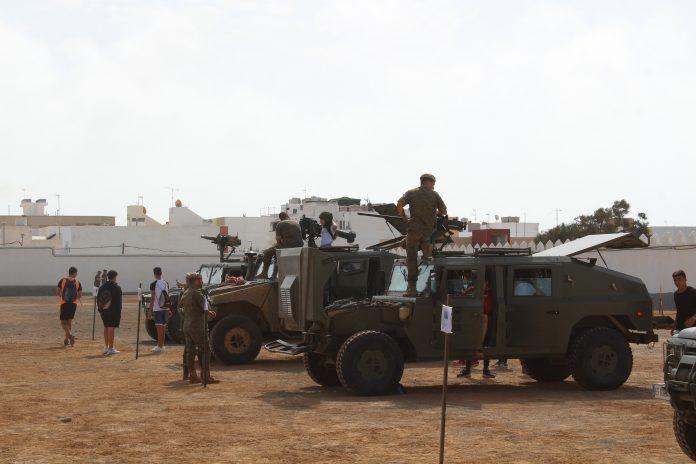 Militares durante la muestra y exposición de vehículos y materiales