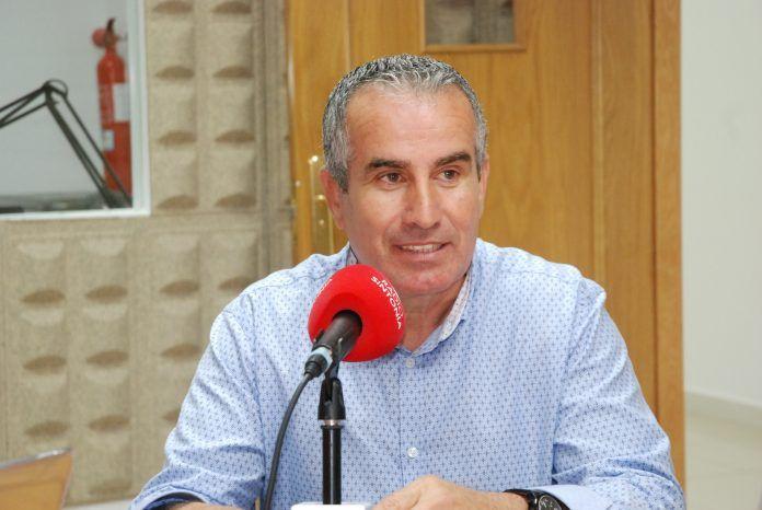 Imagen de Mario Cabrera en los estudios de Radio Sintonía