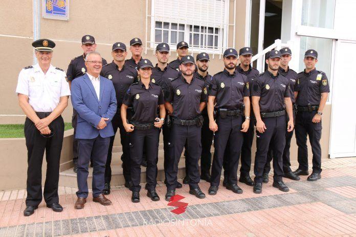 Agentes en prácticas en la Comisaría Local de la Policía Nacional