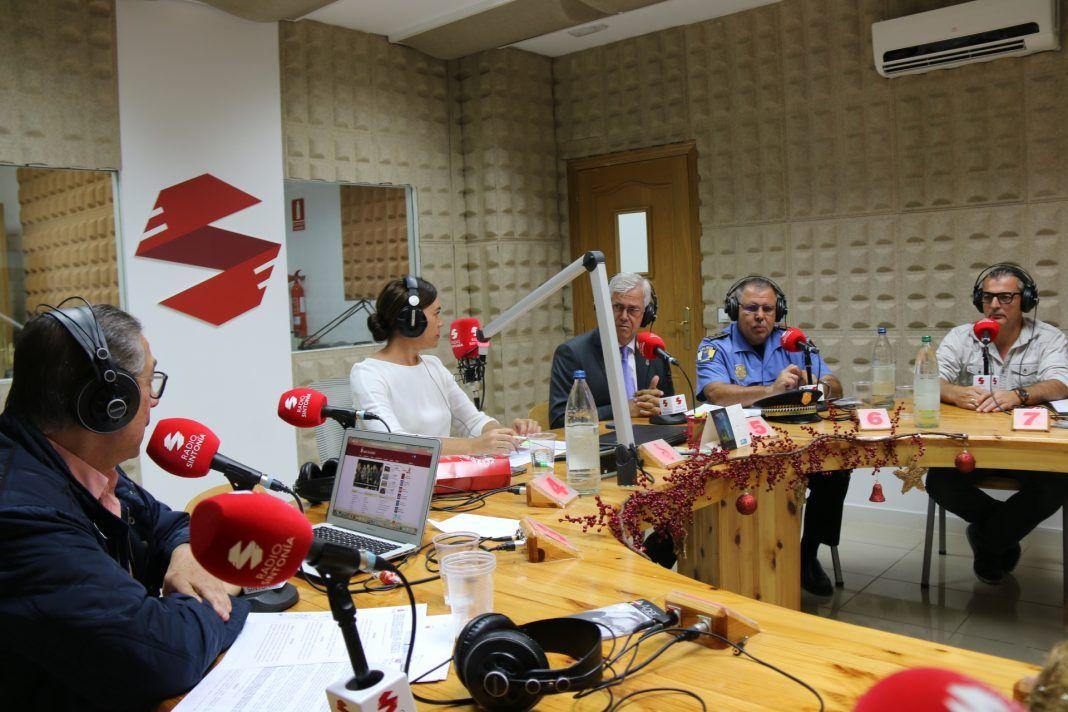 Gordillo y Cerdeña a la derecha de la foto con el director de la radio, Santiago Travieso y Marusa Hernández
